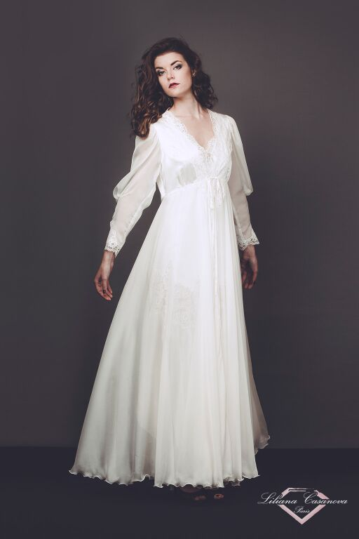 Liliana Casanova Chantilly dressing gown
