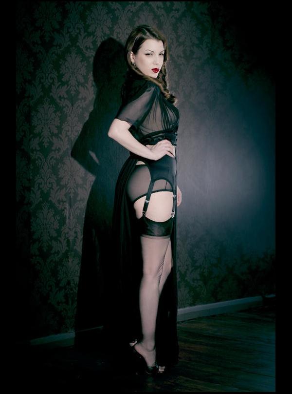 666a2824436 ... Kiss Me deadly Van Doren Black Suspender Belt. ‹